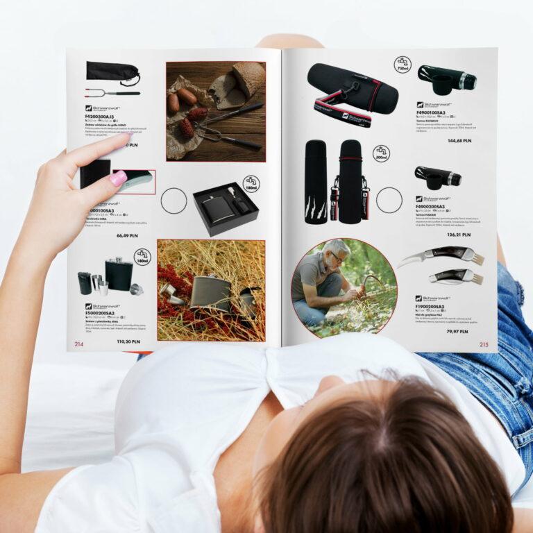 Wizualizacja projektu graficznego folderu reklamowego z produktami Macma