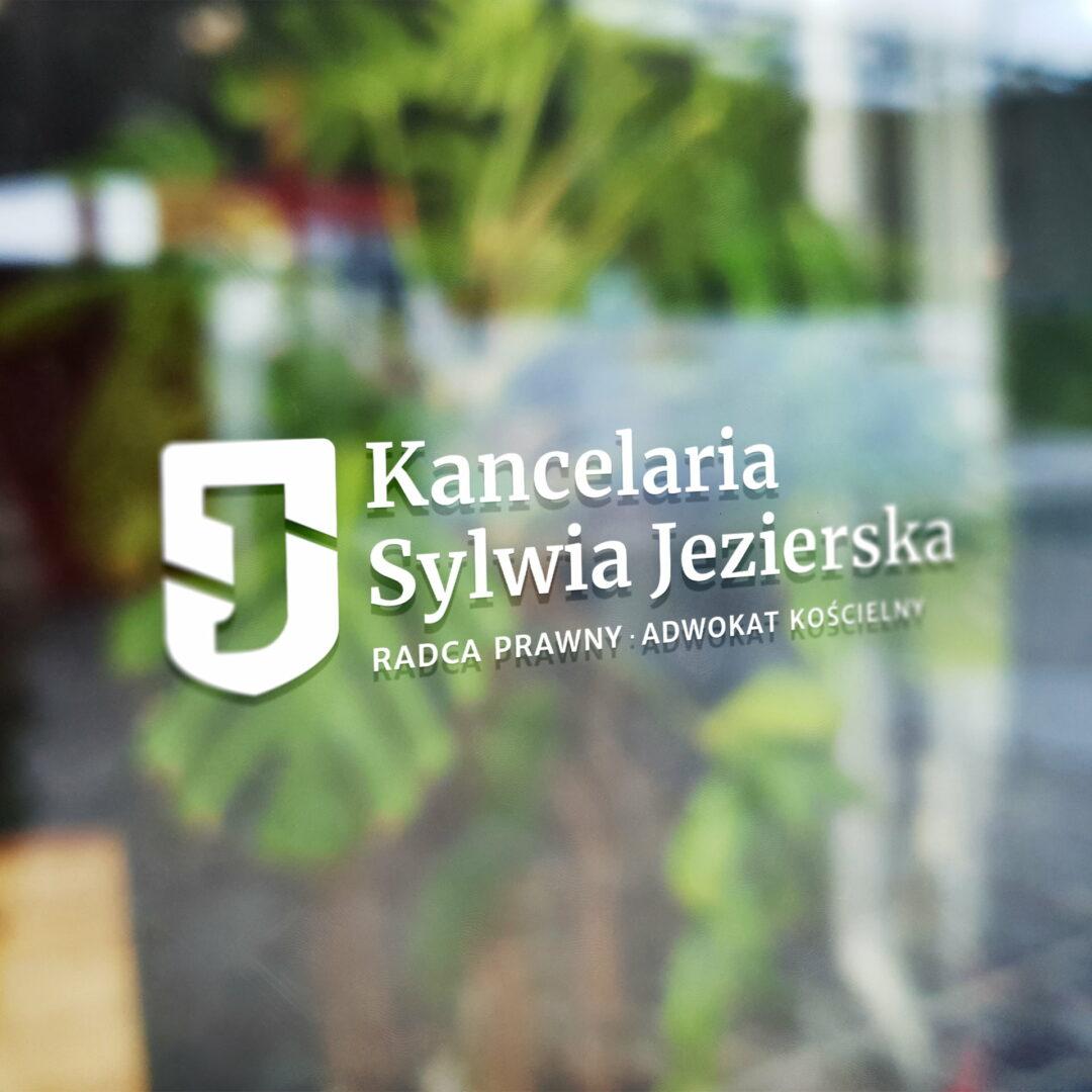 Projekt logo kancelarii prawnej - wizualizacja logo na szybie
