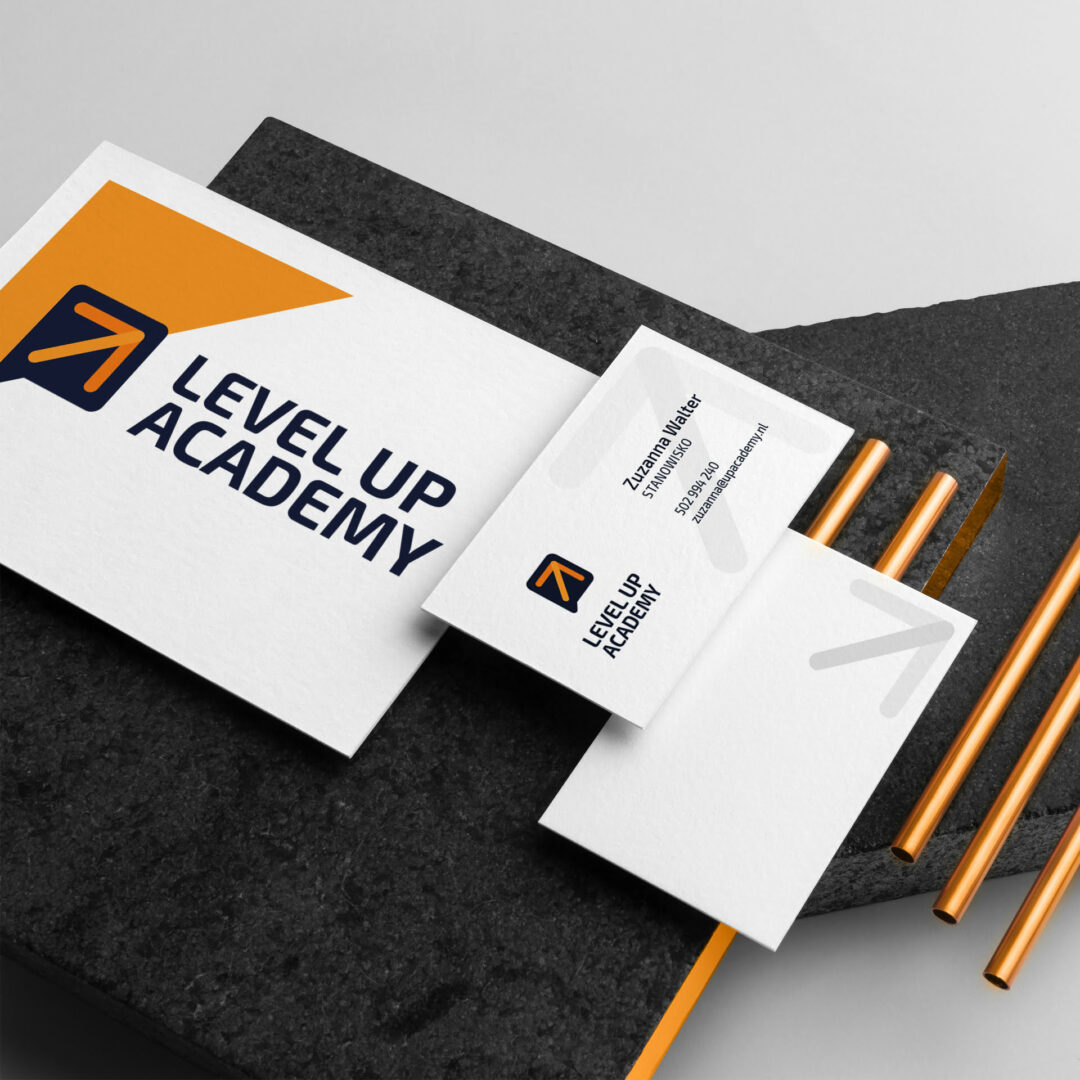 Prezentacja logo na materiałach firmowych marki Projekty graficzne z logo firmy szkoleniowejLogo firmy szkoleniowej Level Up Academy