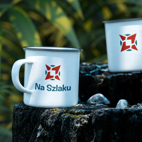Blaszane kubki z projektem logo marki turystycznej Na Szlaku