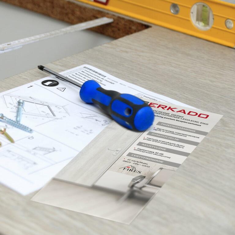 Wizualizacja ulotki prezentującej instrukcję montażu drzwi Erkado