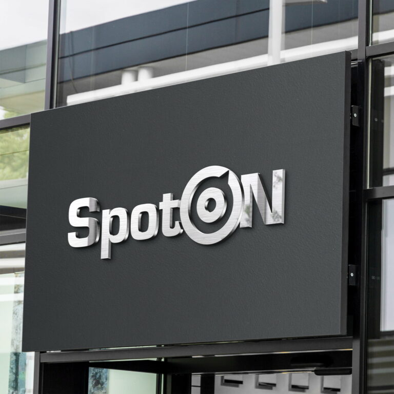 Wizualizacja szyldu z projektem logo firmy SpotOn