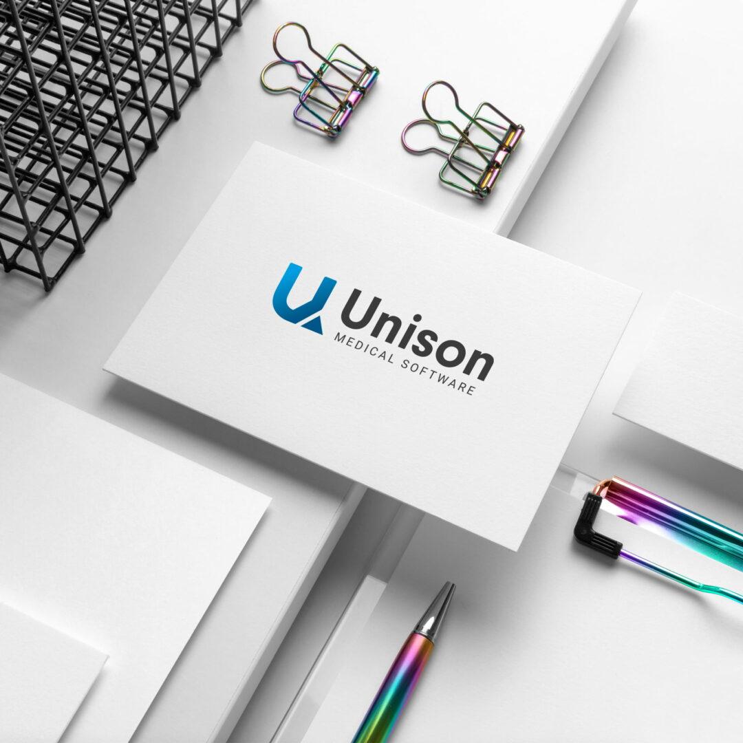 Prezentacja projektu wizytówek firmy Unison z branży IT