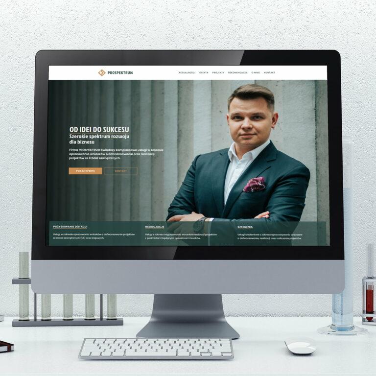 Komputer z wyświetloną stroną internetową firmy z branży B2B #prospektrum